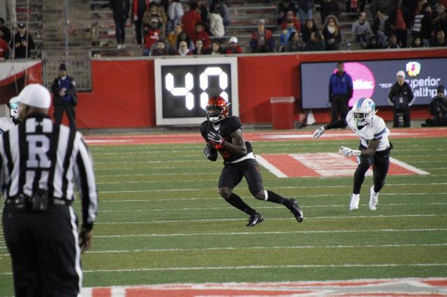 Stevenson 3rd & 14 catch for 18 yards